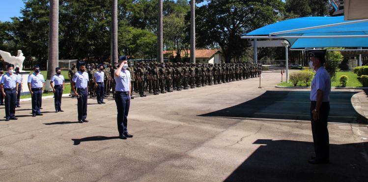 CPORAER - SJ realiza formatura semanal com Canto do Hino Nacional.